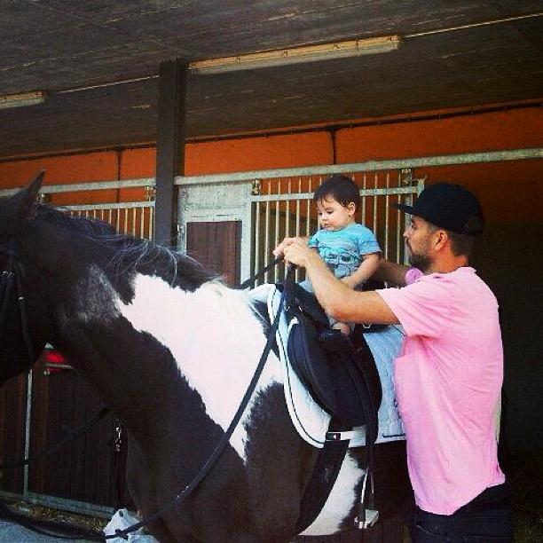 Le fils de Piqué apprend déjà à monter à cheval - Fc-Barcelone.com