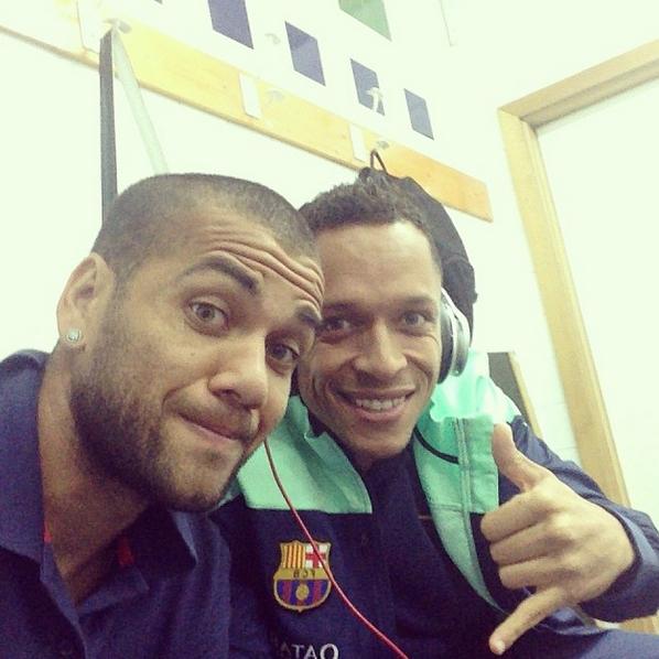 Alves et Adriano dans le vestiaire du Celta - Fc-Barcelone.com