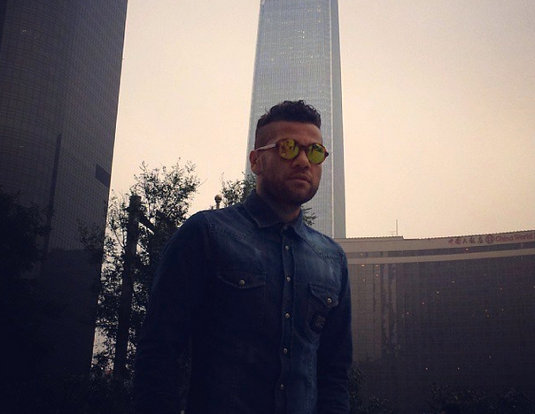 Alves fait du shopping à Pékin - Fc-Barcelone.com