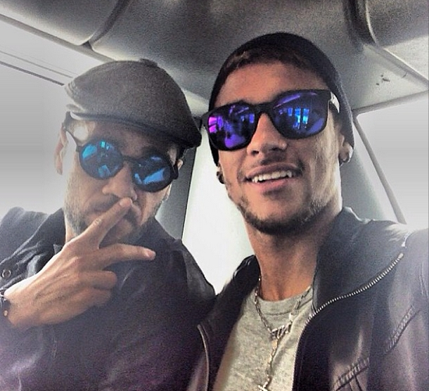 Alves et Neymar en route pour Séoul - Fc-Barcelone.com