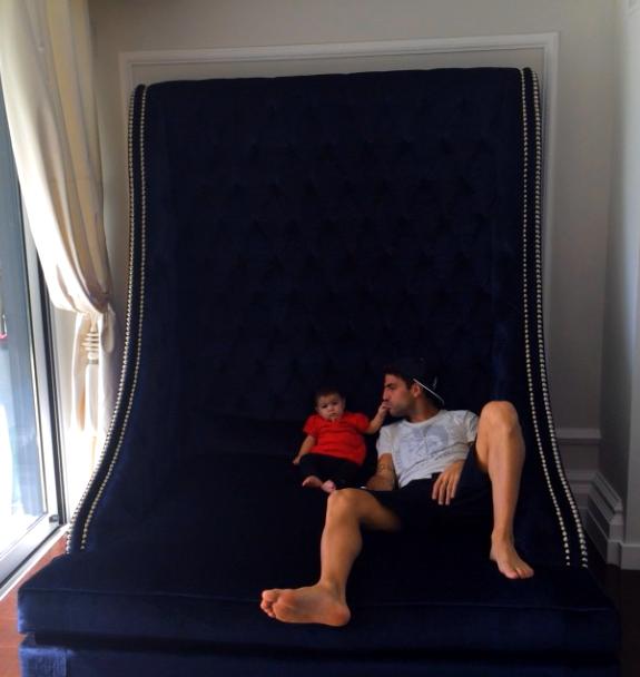Le divan géant de Cesc Fabregas - Fc-Barcelone.com