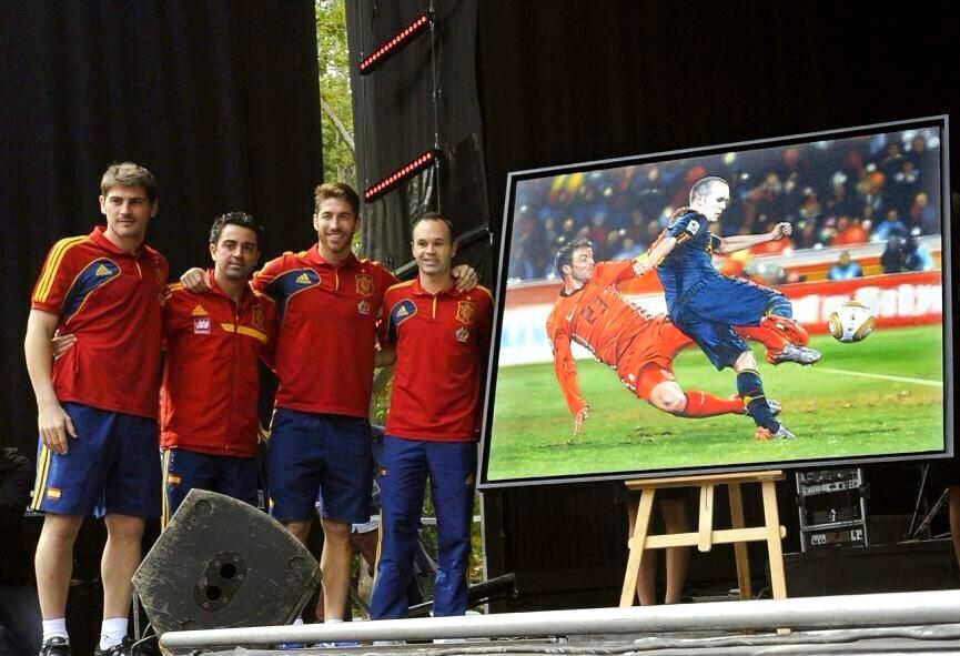 Andres Iniesta à la fête avec l'Espagne - Fc-Barcelone.com