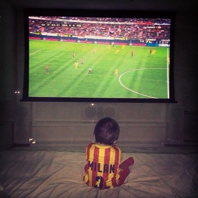 Milan Piqué regarde déjà les matches ! - Fc-Barcelone.com