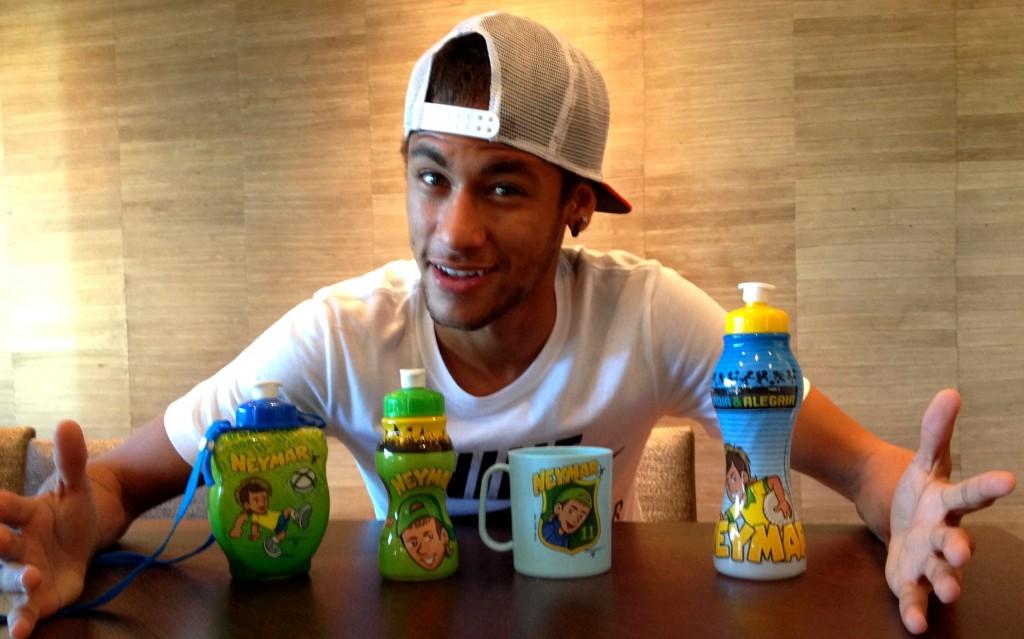 Papa Neymar et ses gadgets - Fc-Barcelone.com