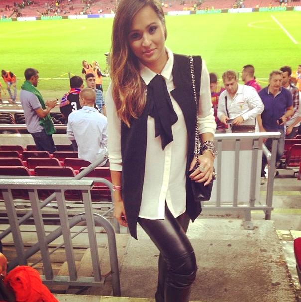 La copine de Daniel Alves au Camp Nou - Fc-Barcelone.com