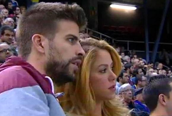 Piqué et Shakira au basket - Fc-Barcelone.com