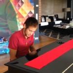 Neymar au piano - Fc-Barcelone.com