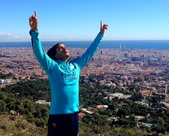 Dos Santos avec le groupe - Fc-Barcelone.com