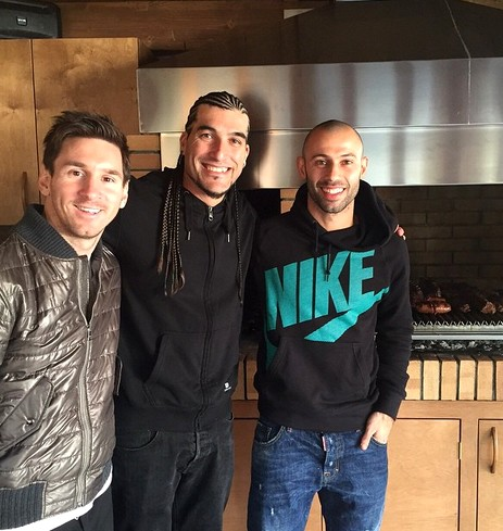 Pinto et Mascherano chez Messi - Fc-Barcelone.com