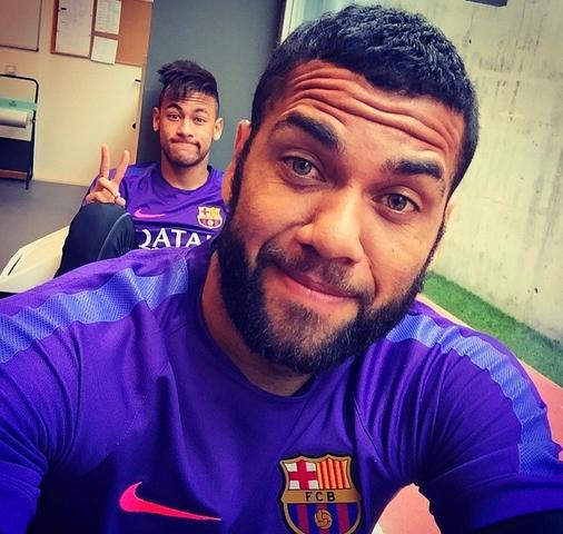 Alves et Neymar à l'entraînement - Fc-Barcelone.com