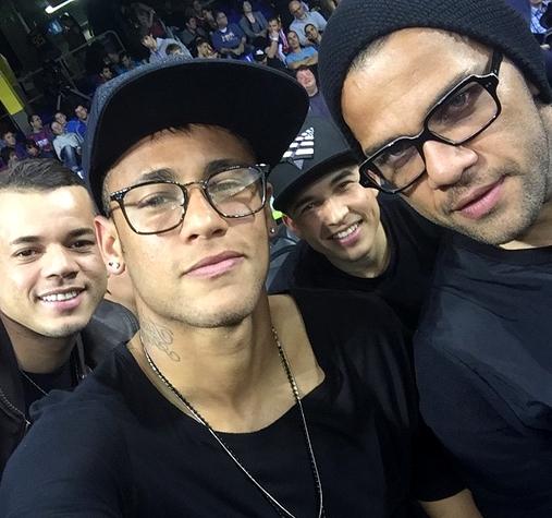Alves et Neymar au basket - Fc-Barcelone.com