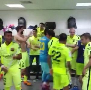 La fête dans le vestiaire ! - Fc-Barcelone.com