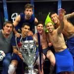 Grande fête dans le vestiaire ! - Fc-Barcelone.com