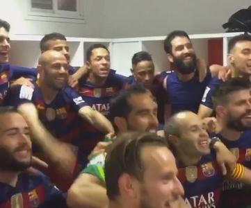 Les joueurs fêtent le titre ! - Fc-Barcelone.com